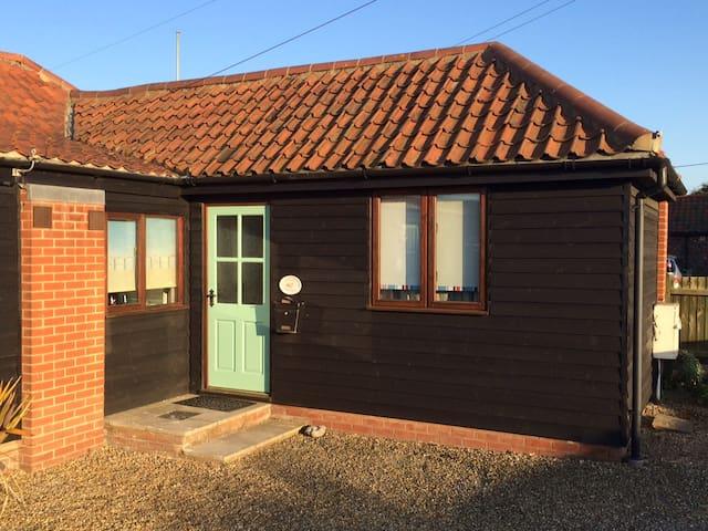 Rowena Cottage, Bacton, Norfolk - Bacton - Casa