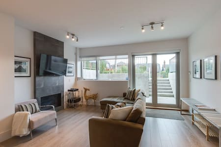 Modern 3 min to Beach 1 BR Suite - West Vancouver
