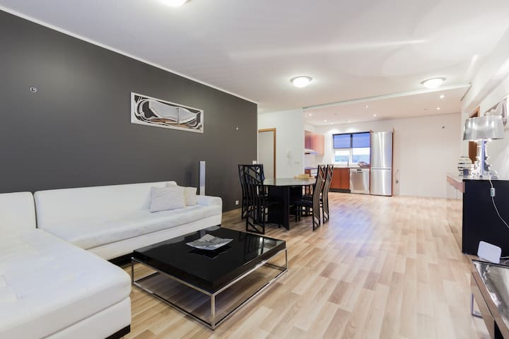 Newly renovated apartment with 3 bedroom.