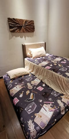 Second room with 2 single 120cm beds equipped with aircon.