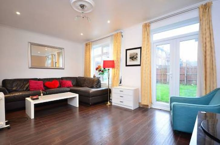 A beautiful double room in a big house - Gran Londres - Casa