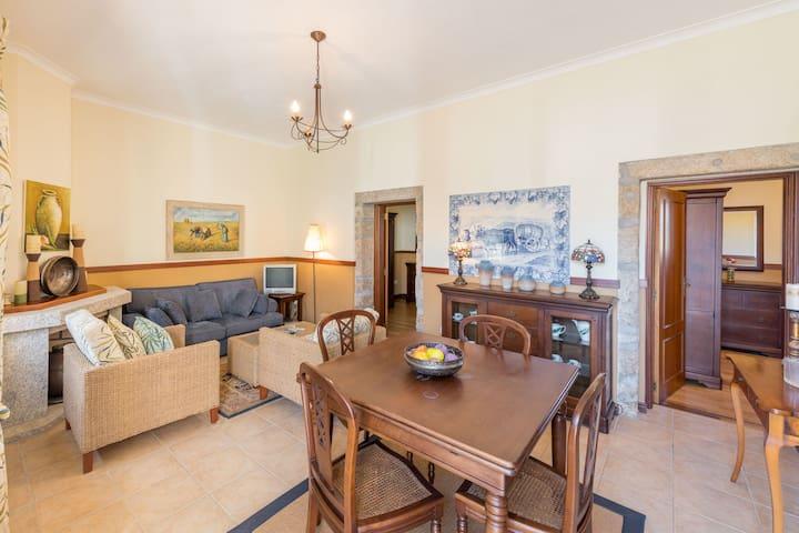 Maison de vacances confortable à Vila Flor avec piscine