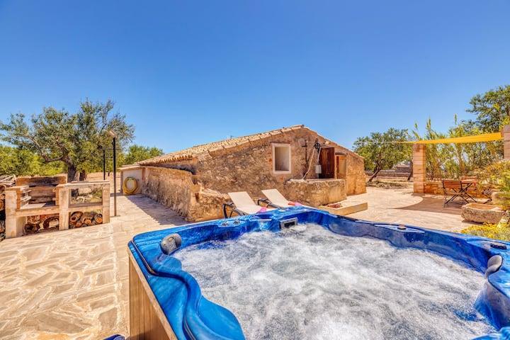 Maison romantique climatisée avec terrasse, jacuzzi et connexion Wi-Fi