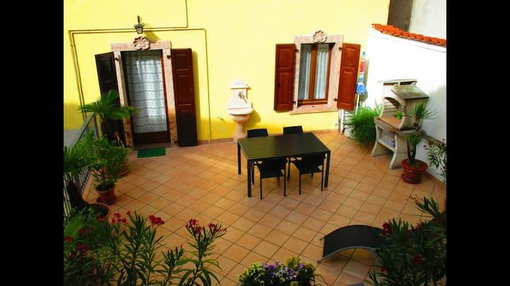 Casa con ampio terrazzo a 5 minuti da Riva d/g