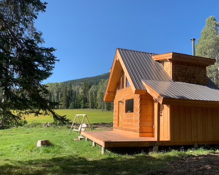 A luxury, log cabin, with mountain views & hot tub