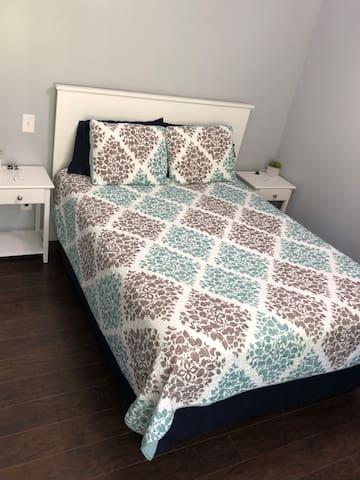 Master bedroom- queen bed