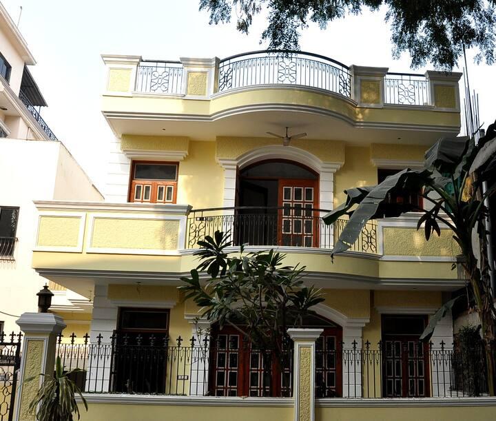 Elegant and Graceful Villa in DLF City Ph I
