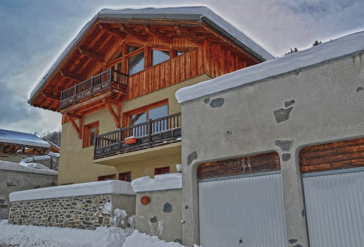 Stunning Alpine Chalet in the heart of Paradiski