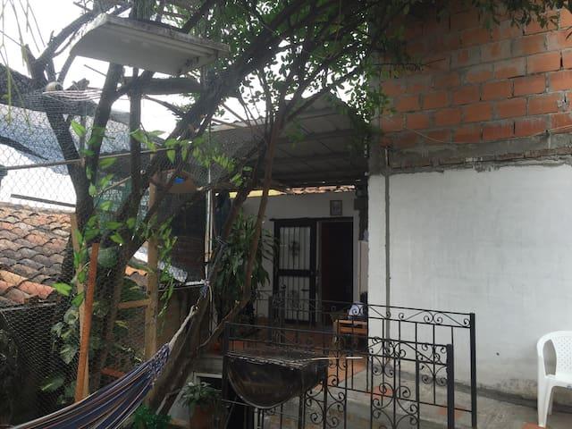 Más que una Habitación, un hogar - Cartago - Casa