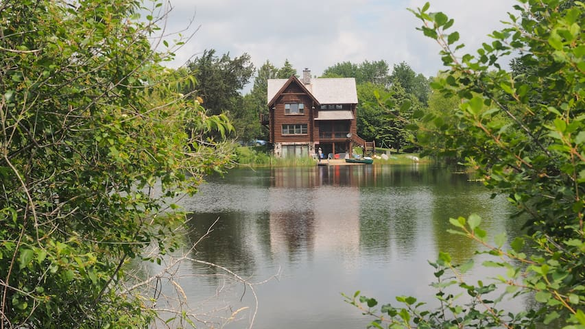 Private lake retreat! Only 30 min to 2017 US Open! - Oconomowoc - บ้าน