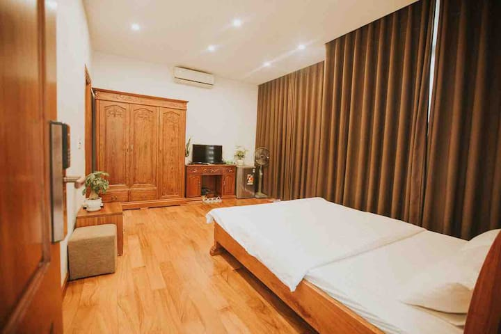 LUXURY 30 sqm ROOM- IN THE HEART OF HA LONG CITY