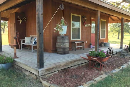 The Bunkhouse at Willow Creek Ranch-Horses welcome