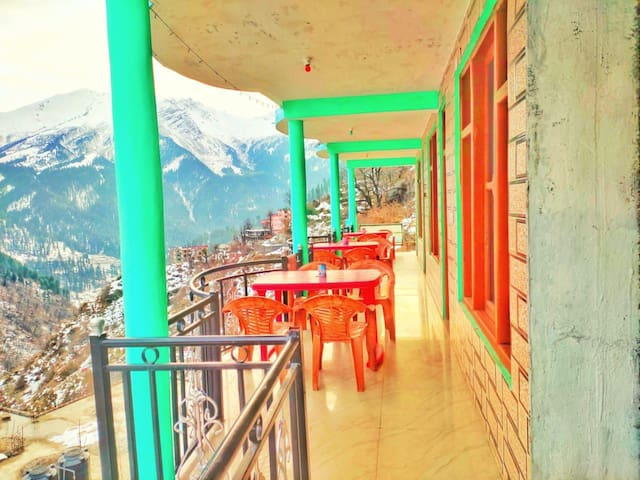A Buttefull home your tosh Himachal parades India