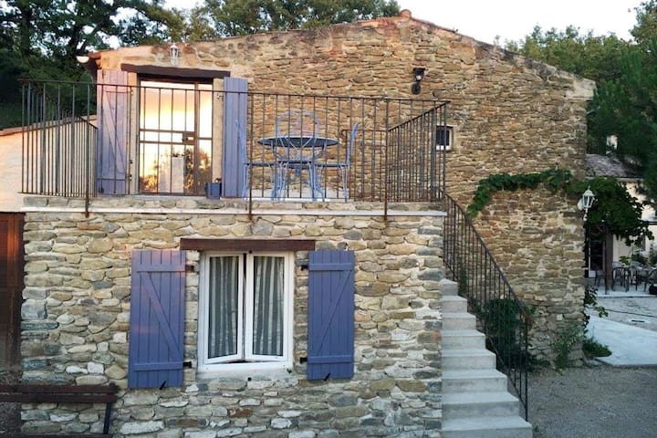 Characteristic appartement with swimming pool, completely renovated