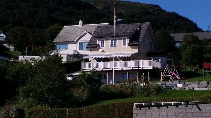 Lys å fin leilighet nær sjøen  Cosy apartment