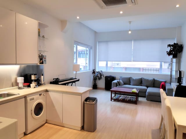 Huge Wan Chai Walkup 1 bedroom / 2 bath
