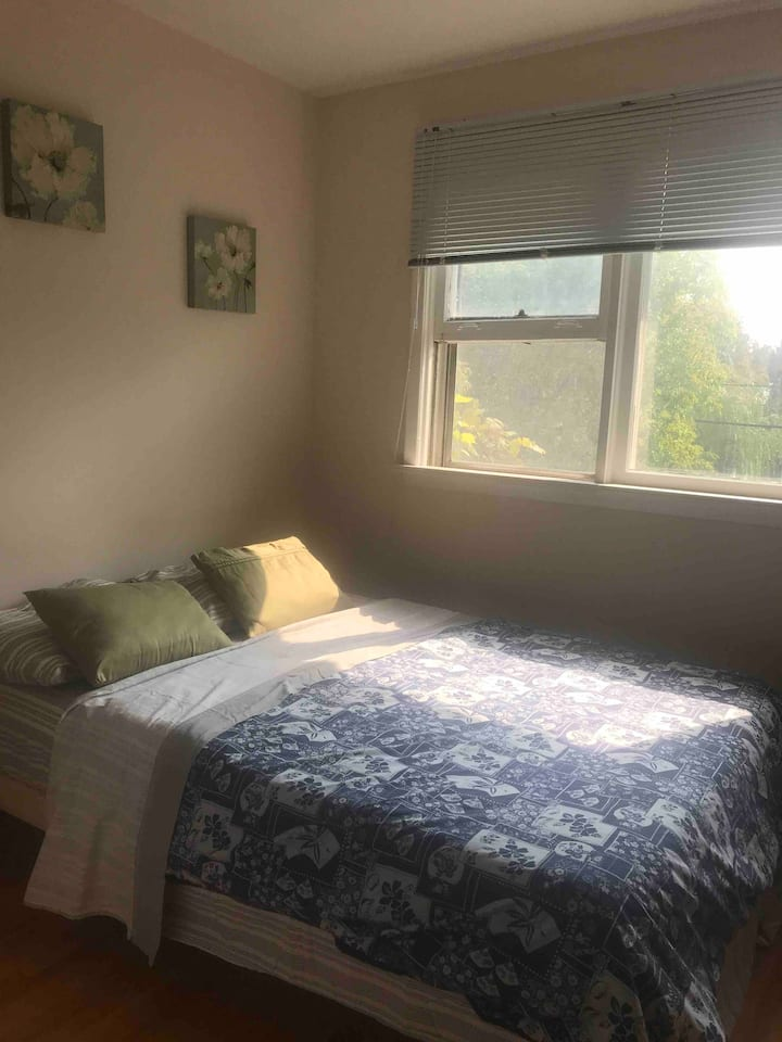 Toronto Privet /clean/cozy room near everything!!!