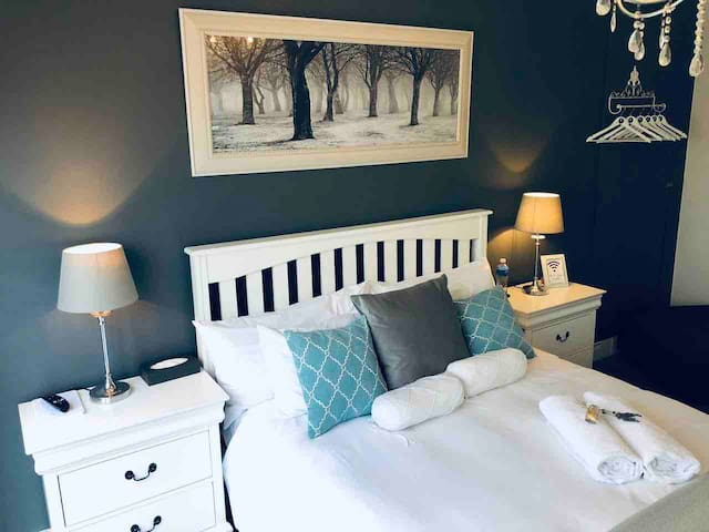 Luxurious stay close to Bloubergstrand and Big Bay