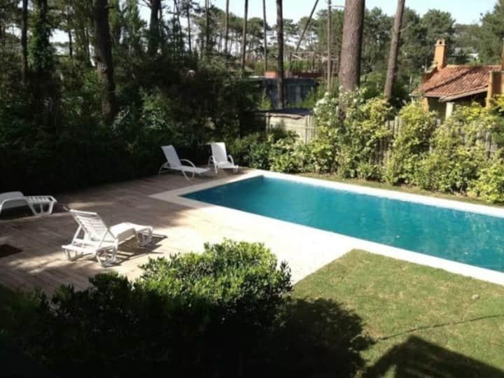 Amplia casa en Montoya con piscina