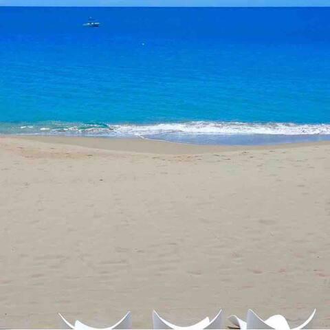 Hispañola Beach Beautiful condo with private beach