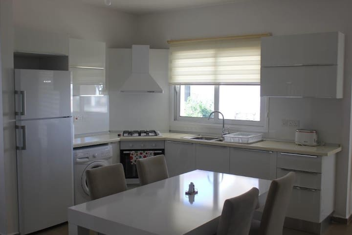 A6/3 Luxury 3-bed apartment with on-site amenities - Esentepe - Apartament