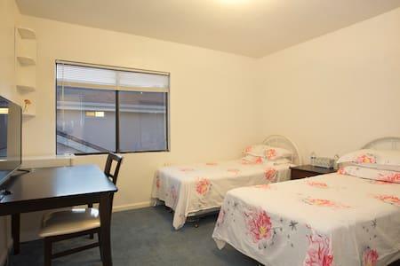 1 Rm, 2 beds Near SFO/Bart/Cal/Shop