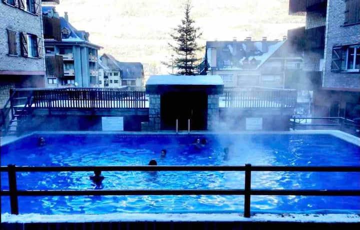 ¡Excelente apto con piscina exterior climatizada!