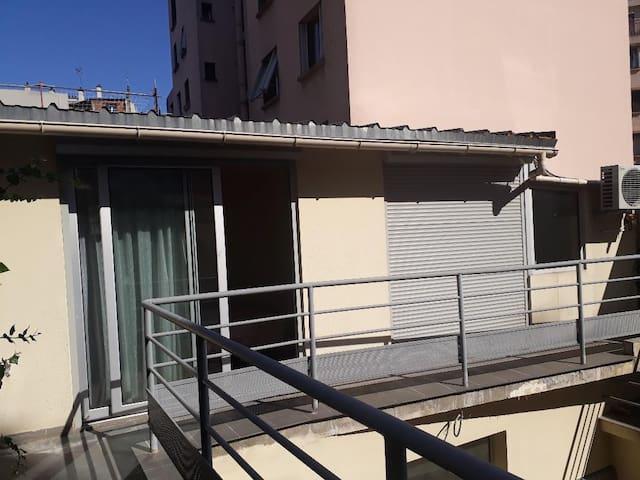 Vue depuis le balcon (à gauche votre chambre, à droite votre salon)