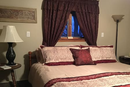 The Lennon Room at Cottage Views B&B - Lodi - Bed & Breakfast