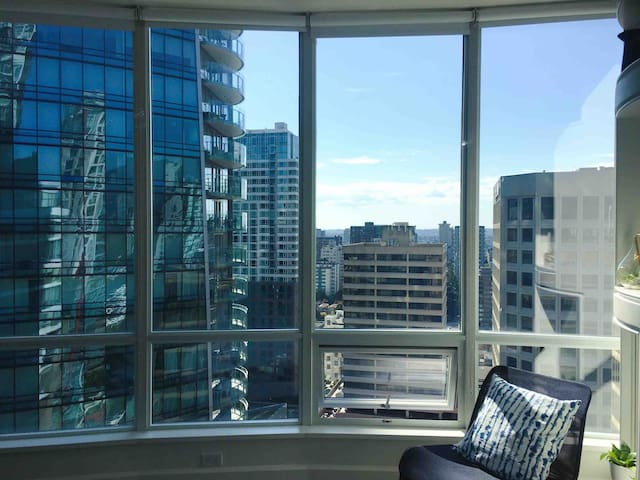 Downtown Vancouver Penthouse Private Room 3006