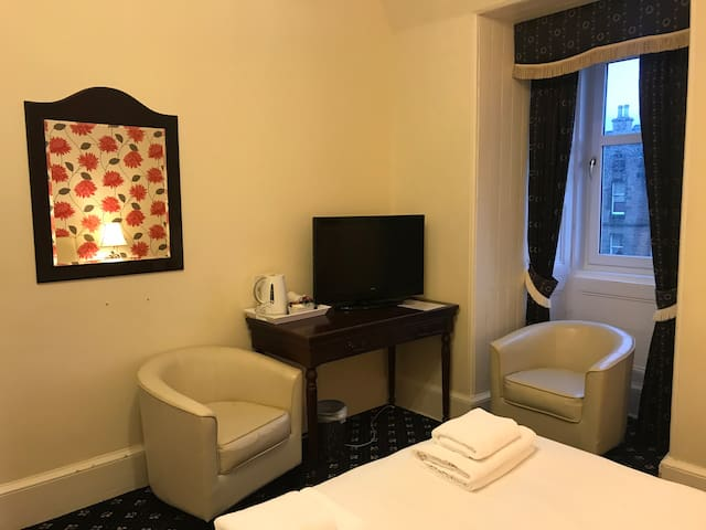 Edinburgh.Alexander Guest House.Luxury double room