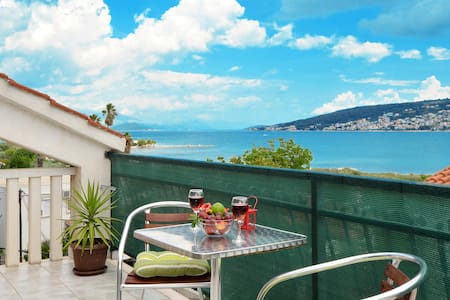 KLEPO 1 apartment with sea view, 150m from a beach