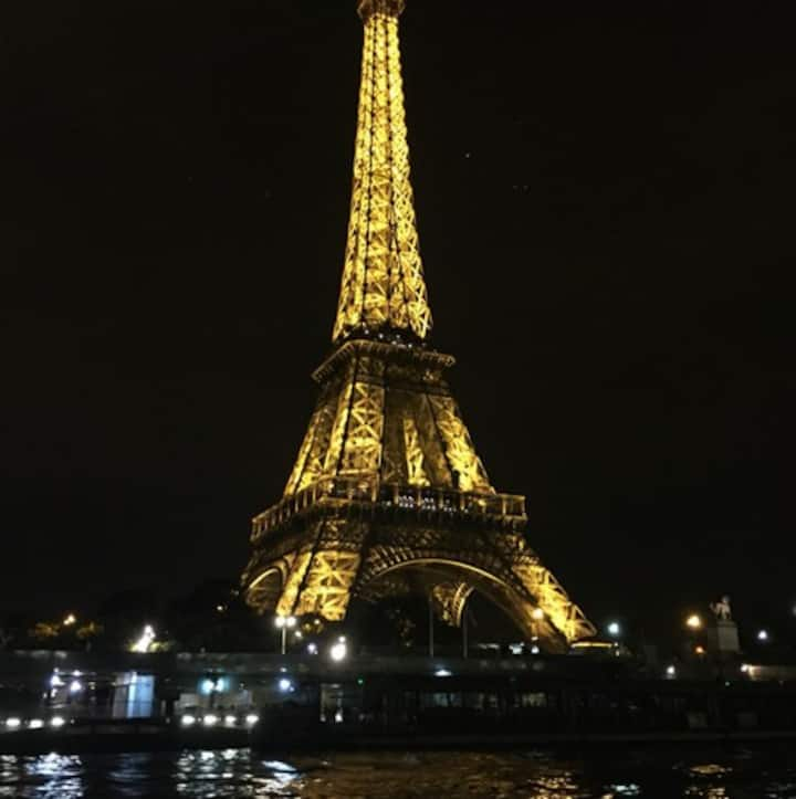 La Tour Eiffel Magique de nuit