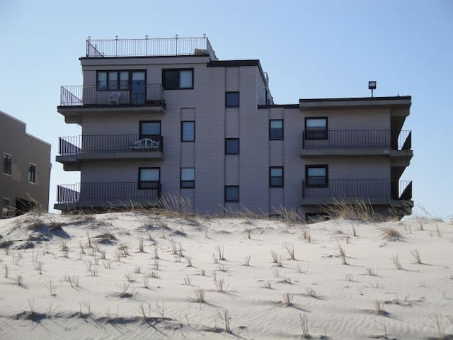 Newly Renovated Condo directly on the beach - Seaside Park