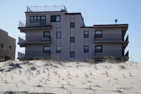 Newly Renovated Condo directly on the beach - Seaside Park - Lyxvåning