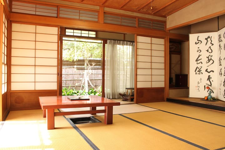 Elegant Japanese-style room with tea-ceremony room - Neyagawa-shi - บ้าน