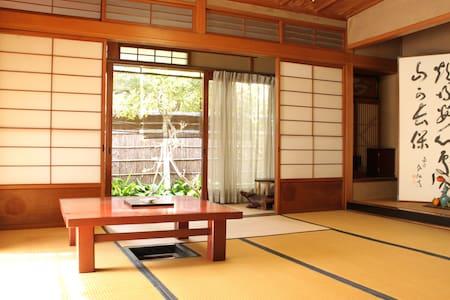 Elegant Japanese-style room  wih tea-ceremony room - Neyagawa-shi - House
