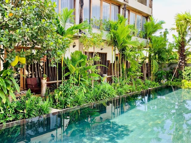 The Nature- 5mn to old market -Pool view suites