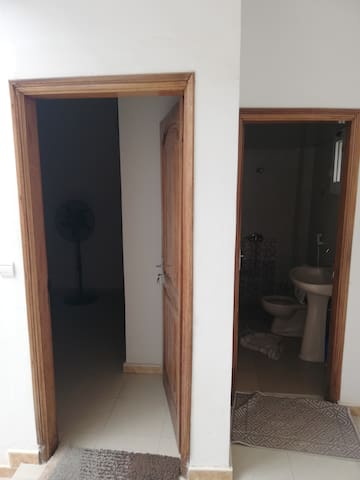 Chambre privée avec salle bain attenante