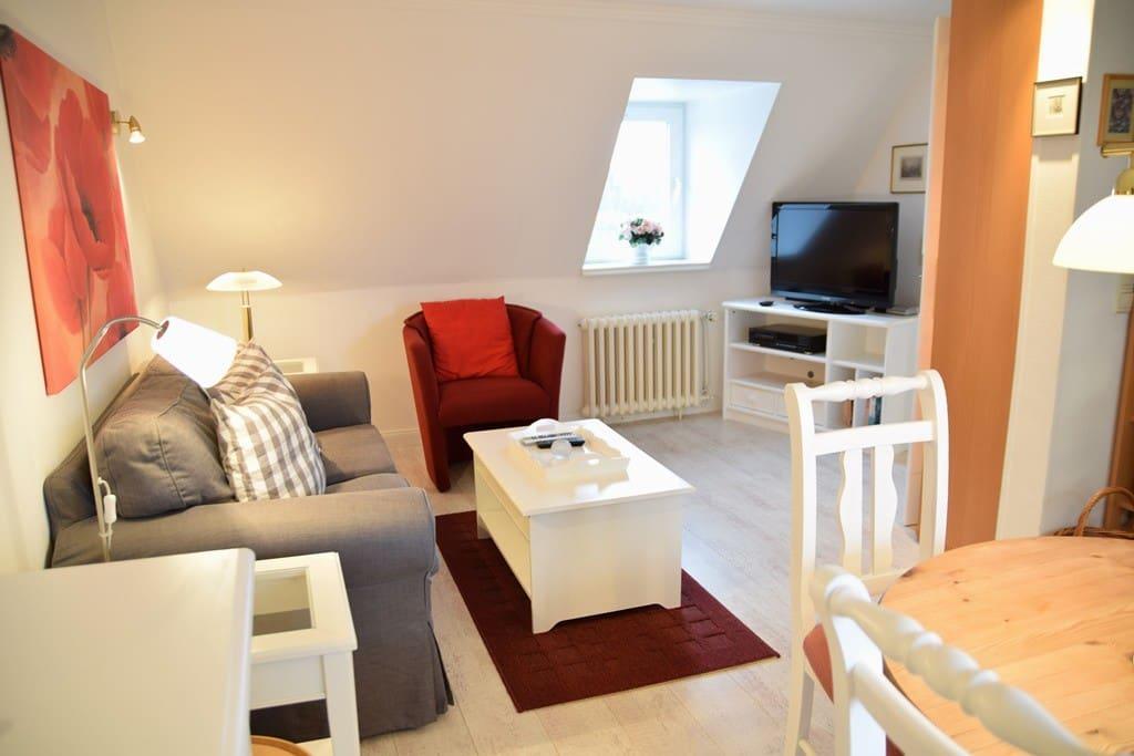 Wohn- Essbereich mit TV