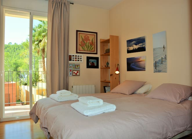 Villa Sitges Maria: Room 4: 2 single beds 90x190 that can be put together. On the 1st floor.