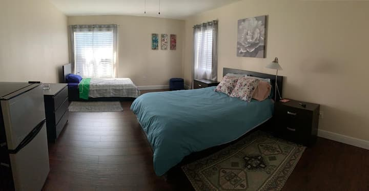 Cozy, spacious family bedroom in Land O'Lakes