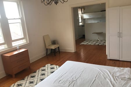 Double Bay private one bed room with kitchen