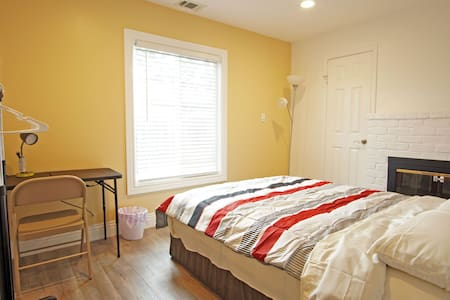 Great location 880/84, comfy queen size bed #2