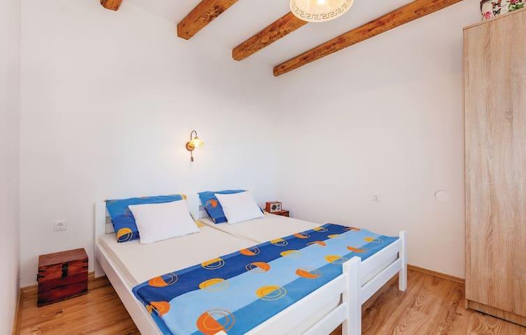 Schöne Ferien Wohnung für 2 in Novi - Novi Vinodolski - Huis