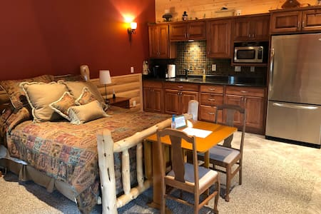Bluff Country Retreat - Bunk House