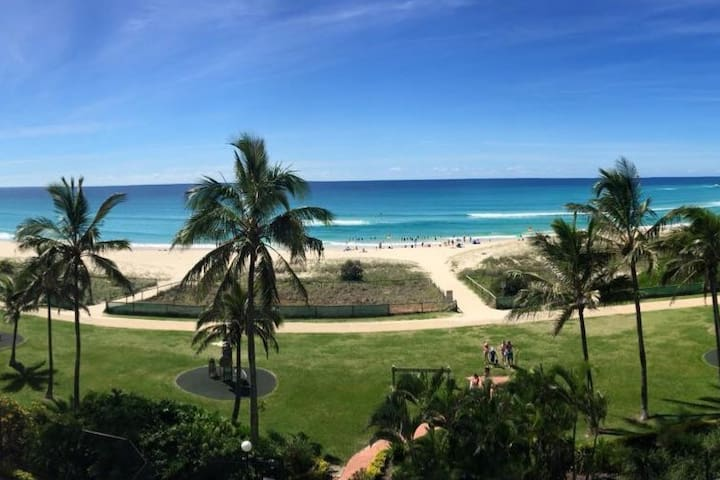 Absolute Beach Front Apartment ! Palm Beach Qld