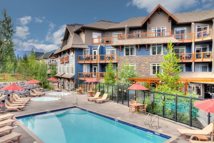 Spacious Two Bedroom Retreat in Heart of Canmore