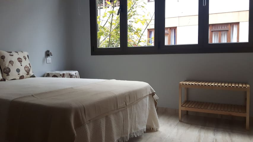 NICE ROOM IN THE MIDDLE OF THE CITY CENTRE - Las Palmas de Gran Canaria - Huis
