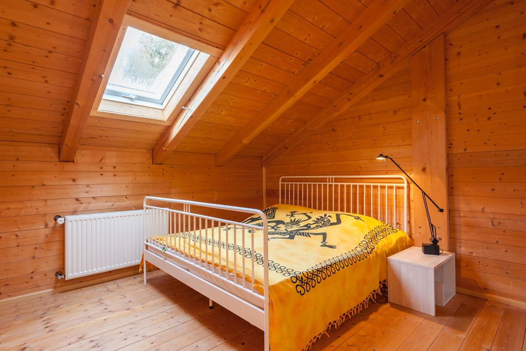 Schlafzimmer mit King Size Bett, Bed room with king size bed